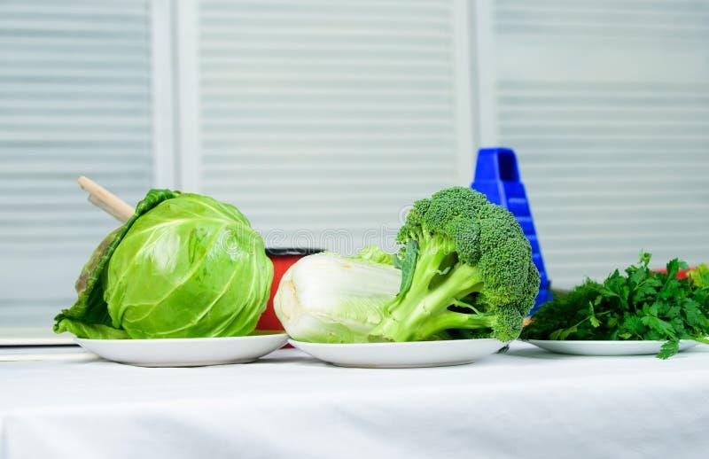 Добро пожаловать к миру вкусов Ингредиенты свежих овощей для здоровой еды Растительность и свежие овощи варить стоковая фотография
