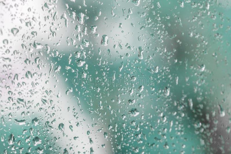 Дождевые капли на специализированной части окна стоковая фотография rf