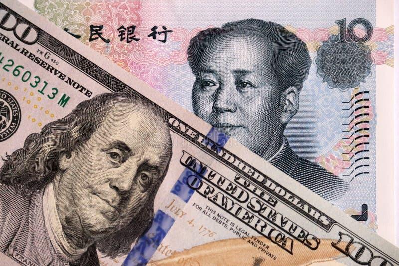 Доллар США и китайские юани стоковое фото
