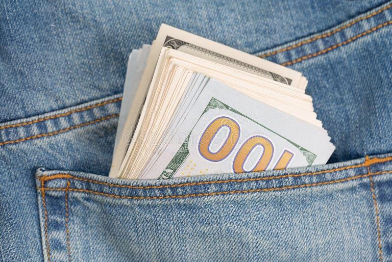 Долларовые банкноты в заднем кармане джинсов стоковое фото rf