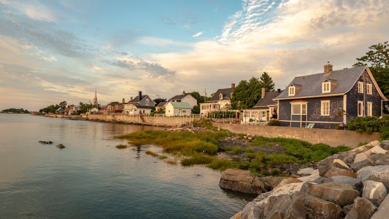 Дома смотря на Реку Святого Лаврентия, Квебек стоковые изображения