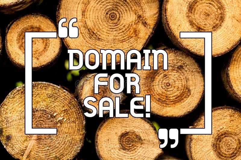 Домен показа знака текста для продажи Схематический вебсайт фото доступный быть купленной Веб-страницей не быть используемые дере стоковое изображение