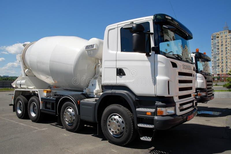 Ð ¡ oncrete mixersvrachtwagen stock foto's