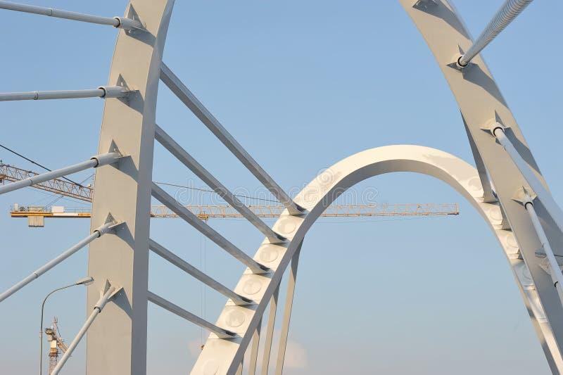 Ð ¡ onstruction起重机和Lazarevsky桥梁 库存图片