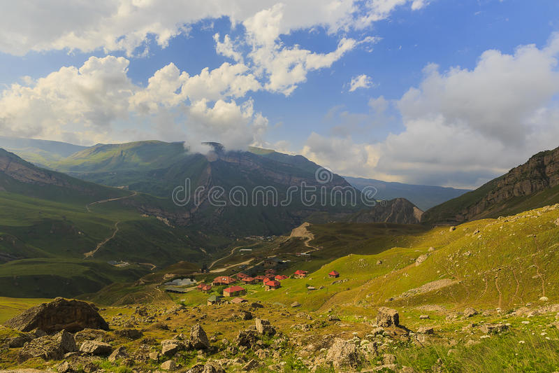 Ð ¡ ottage在山国家公园Shahdag (阿塞拜疆) 免版税库存图片