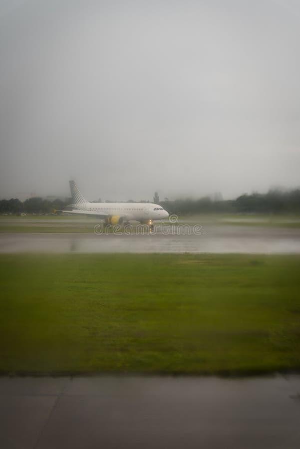 самолет с готового принимает к стоковое фото