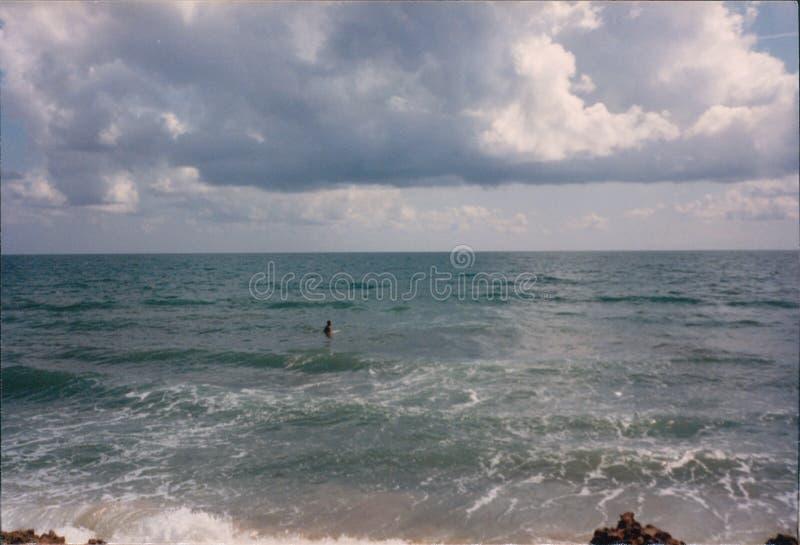 Самостоятельно в огромном океане стоковая фотография rf