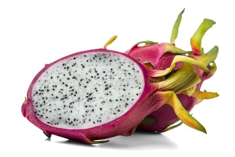 Свежий плод, целый и половина дракона изолированный на белой предпосылке стоковая фотография
