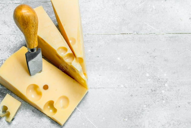 Свежий сыр с ножом стоковая фотография