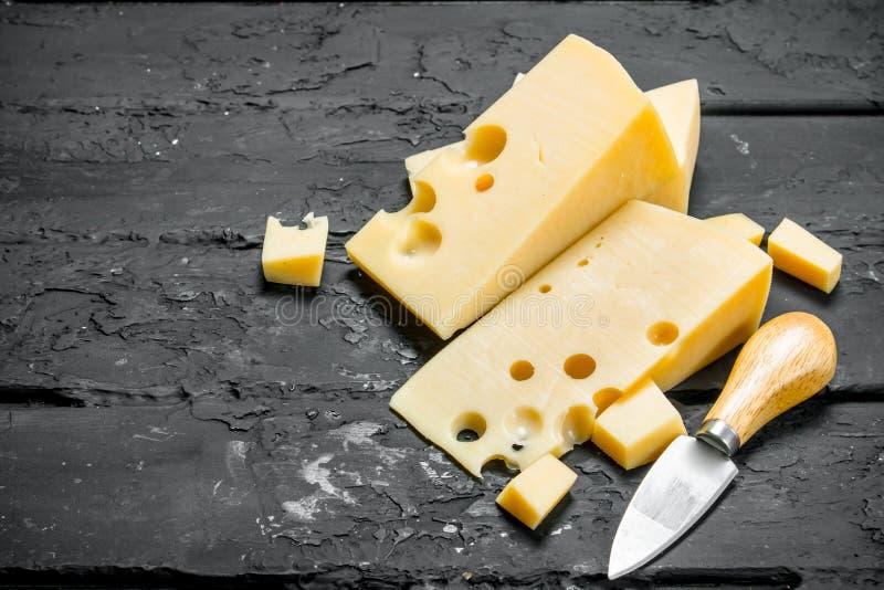 Свежий сыр с ножом стоковое фото