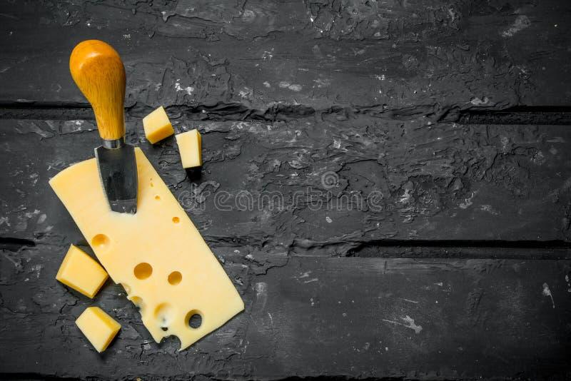 Свежий сыр с ножом стоковая фотография rf