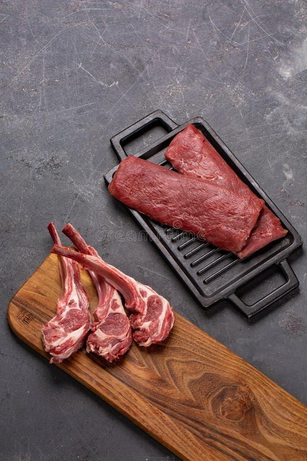 Свинина с нервюрами tenderloin Entrecote Свежий и сырое мясо Натуральные продукты стоковые фотографии rf