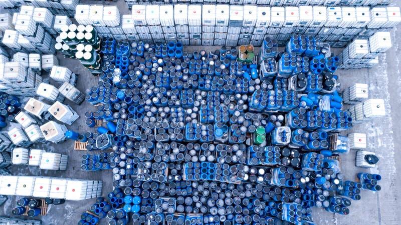 Склады для заводов рефрижерации, контейнеров яловости стоковые изображения rf