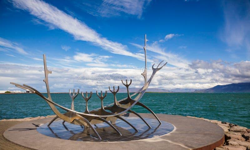 Скульптура Рейкявик Исландия Скандинавия Voyager Солнца стоковое фото rf