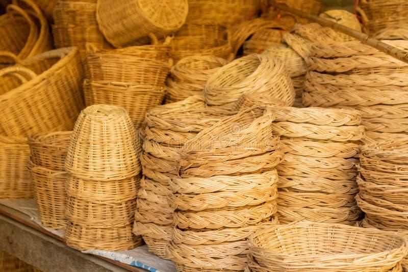 Сплетенные корзины были сделаны из бамбукового листа и сделали в Таиланде стоковое фото rf
