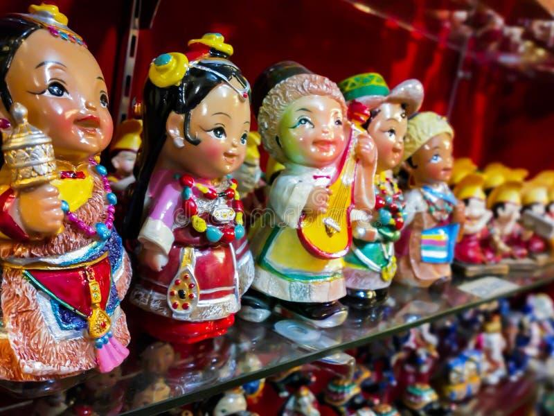 Сувенирный магазин в буддийском городке стоковое фото rf