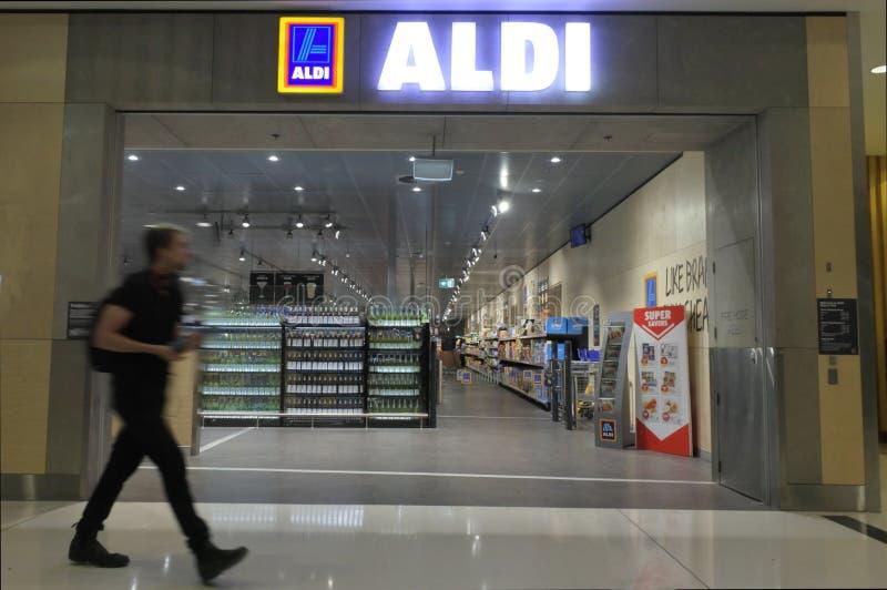 Супермаркет Aldi в Канберре Австралии стоковое фото rf