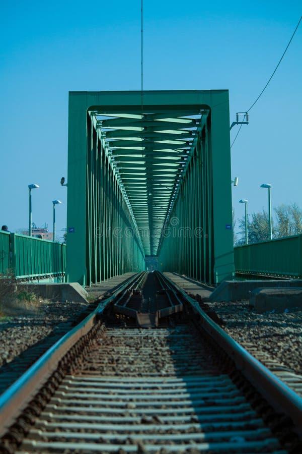 Стальная конструкция железнодорожного моста через Дунай стоковое изображение