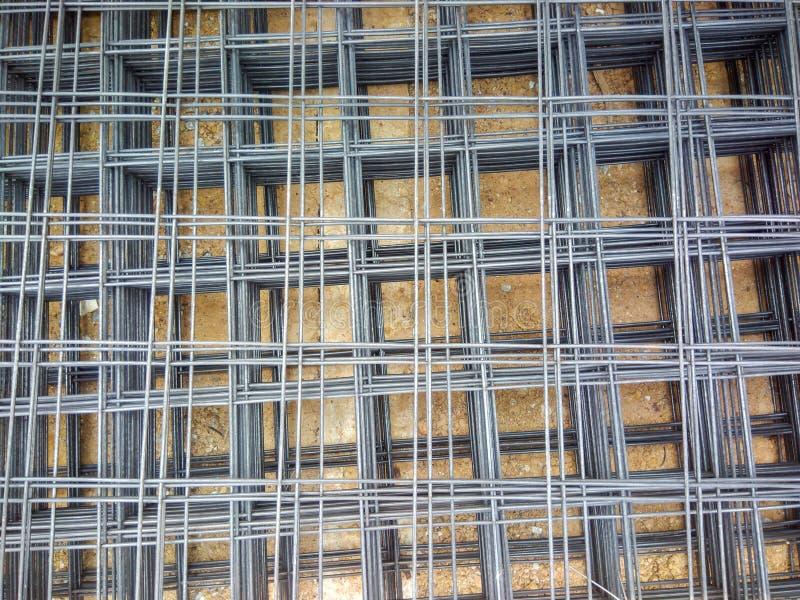 Стальная усиленная штанга для бетона в конструкции, стали ячеистой сети для конструкции положила кучу стоковые изображения