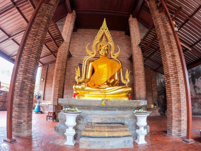 Статуя Будды на Wat Yai Chaimongkol Chaimongkhon, Phra Nakhon Si Ayutthaya, Таиланде Красивый исторического города на буддизме стоковое изображение rf