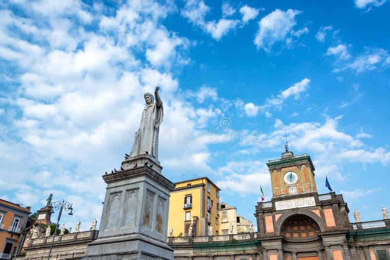 Статуя Данте Алигьери в Неаполь, Италии стоковые фотографии rf