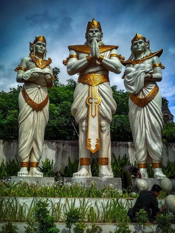 Статуя с золотым панцырем стоковое фото