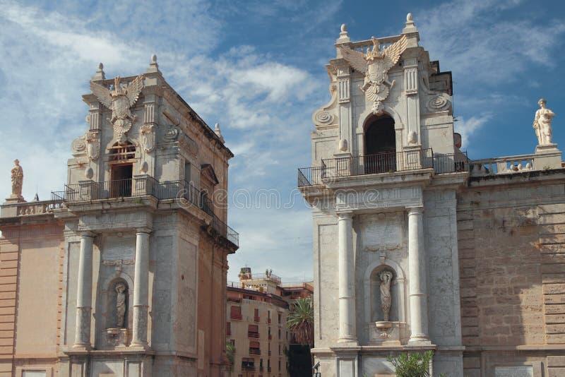 Старинные ворота Porta Felice Палермо, Италия стоковые фото