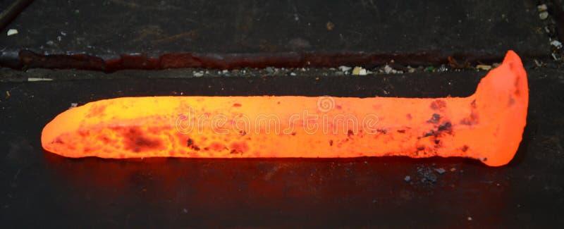 Старый железнодорожный костыль горяч стоковое фото