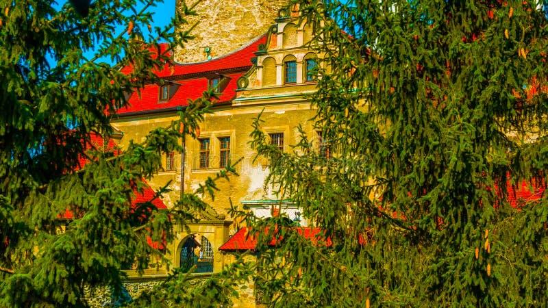 Старый замок в осени В ПОЛЬШЕ стоковые изображения rf