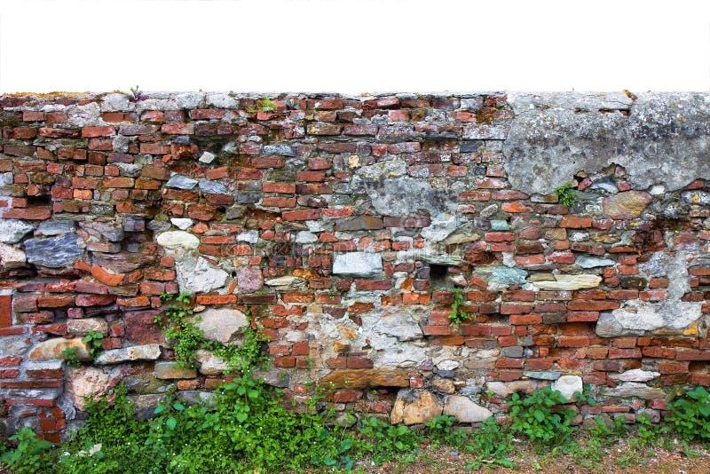 Старый кирпич и каменная итальянская стена построенные в 1800s для того чтобы отделить владение сельскохозяйственных угодиь стоковое фото rf