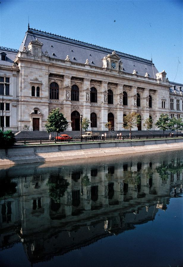 Старый дворец в BUcuresti - Румынии стоковое изображение