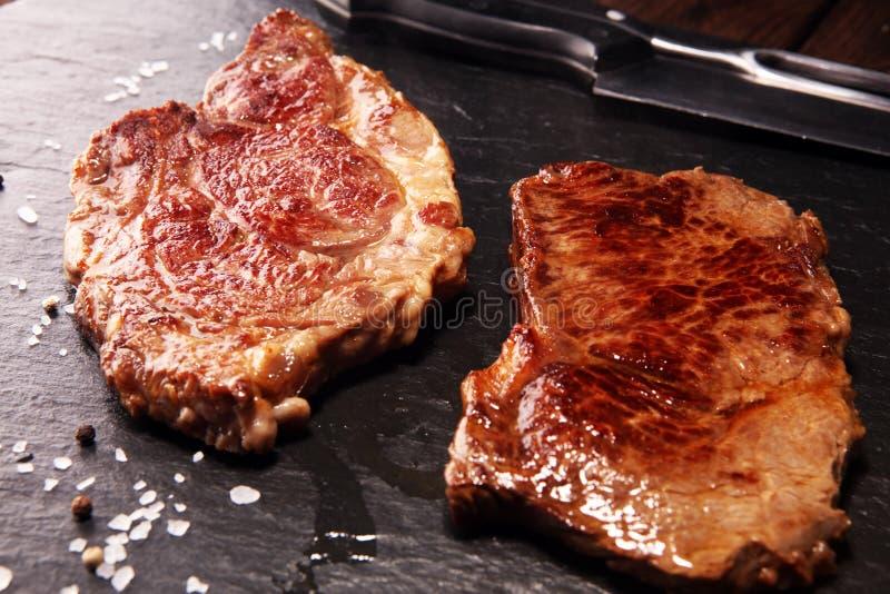 Стейк глаза нервюры барбекю - сухой достигший возраста стейк Wagyu Entrecote стоковое изображение