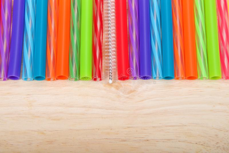 Строка красочных солом пластмассы и силикона многоразовых стоковое изображение