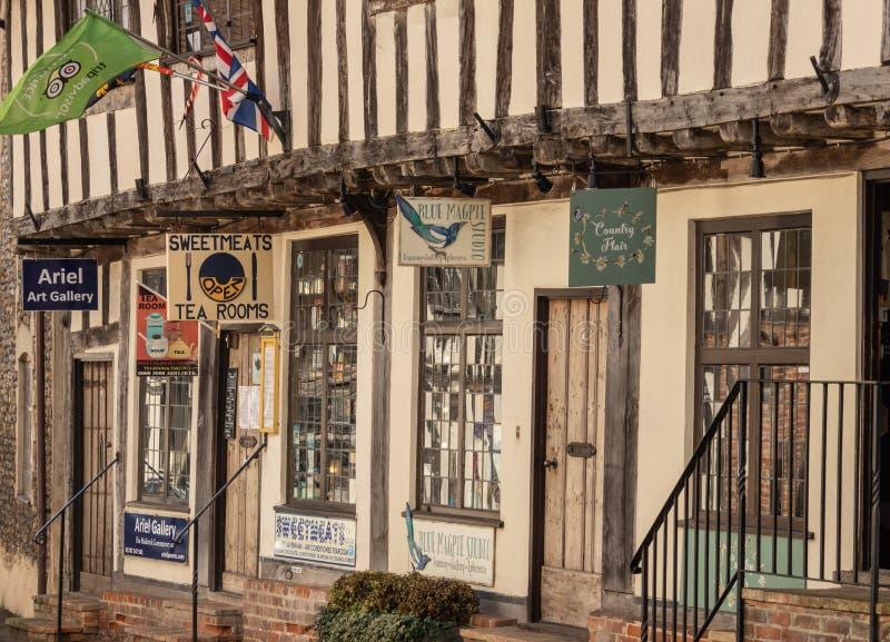 Строка небольших магазинов в суффольке Lavenham стоковое изображение