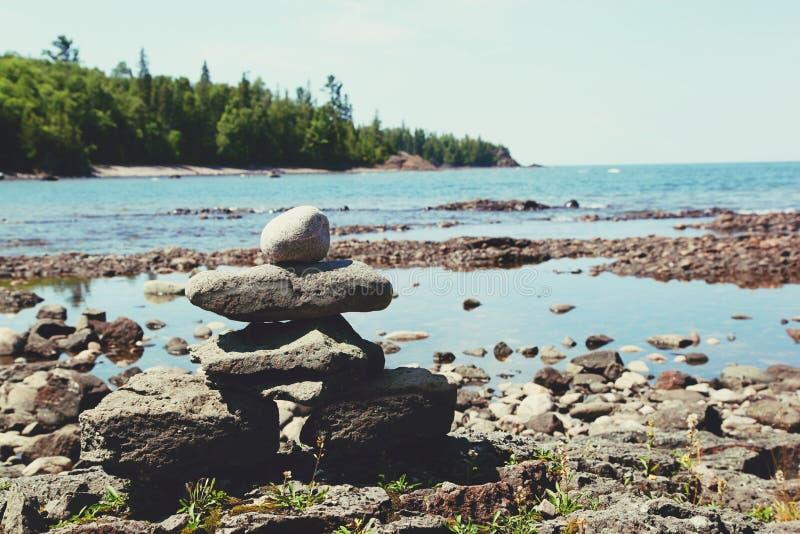 Стог утесов на побережье Lake Superior стоковая фотография rf
