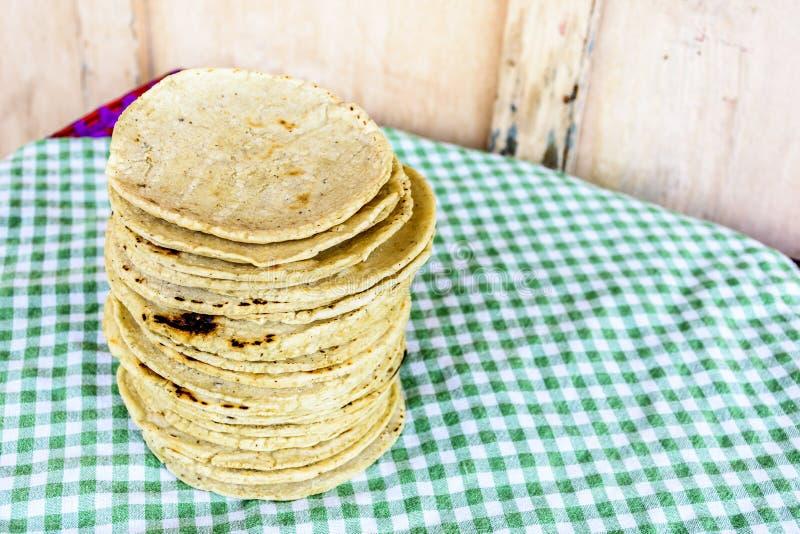 Стог традиционных handmade гватемальских tortillas мозоли стоковое изображение rf