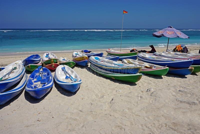 Стоянка шлюпки в пляже Pandawa, острове Бали стоковые фото