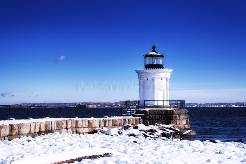 Сцена зимы маяка волнореза Портленда Мейна стоковые изображения rf