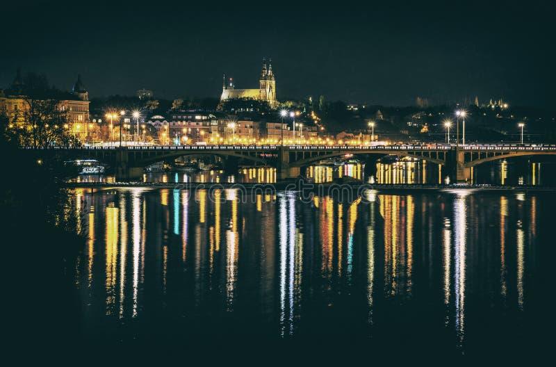Сцена ночи в Праге с Vysehrad, сетноом-аналогов фильтре стоковое фото
