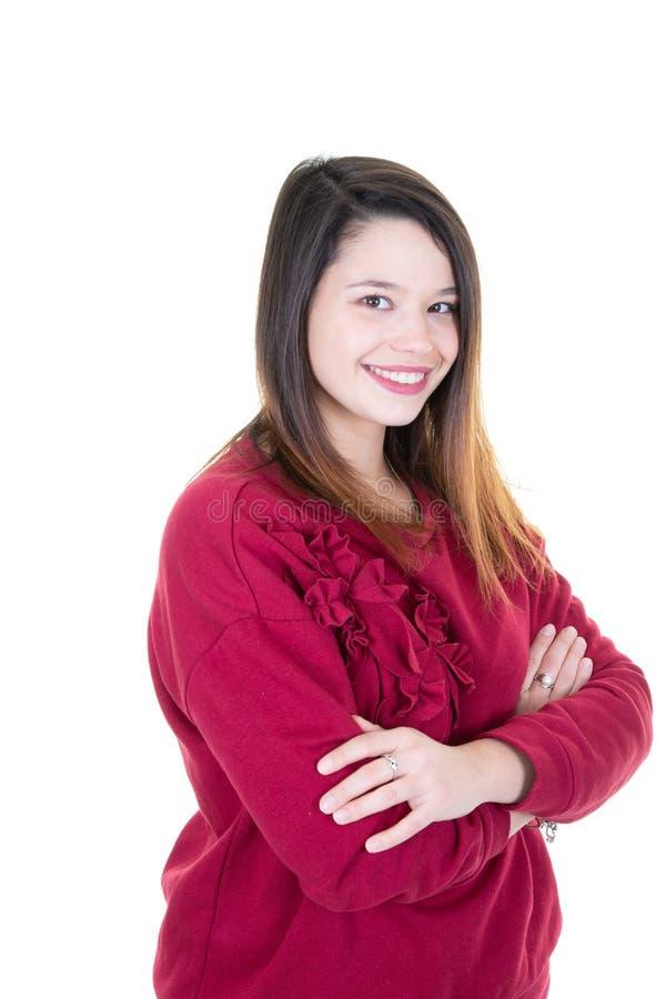 Счастливая смеясь молодая женщина с идеальной кожей, естественным макияжем и красивым портретом девушки улыбки на белой предпосыл стоковые изображения rf