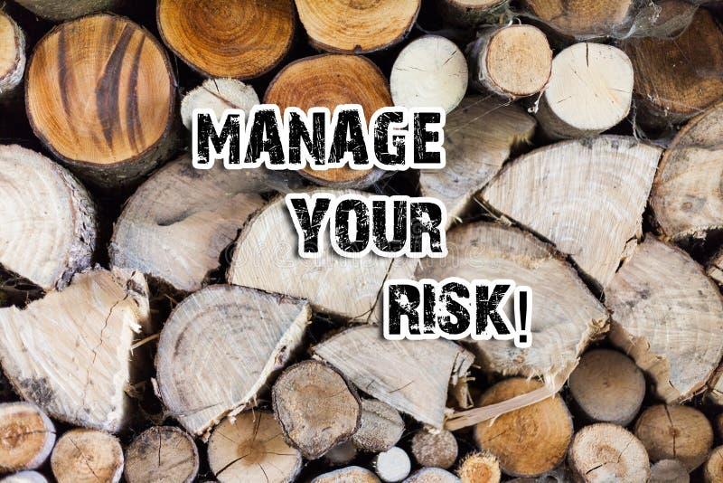 Схематический показ сочинительства руки управляет вашим риском Практика текста фото дела определять потенциальные риски заранее стоковое изображение rf