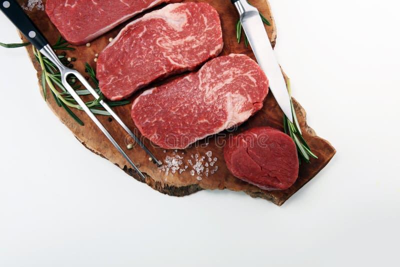 сырцовый стейк Стейк глаза нервюры барбекю, сушит постаретый стейк Wagyu Entrecote стоковое изображение rf
