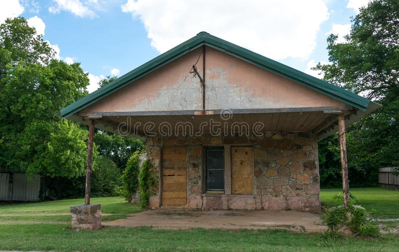 Modern American rural life in Texas. Old abandoned cottage and garden stock photo