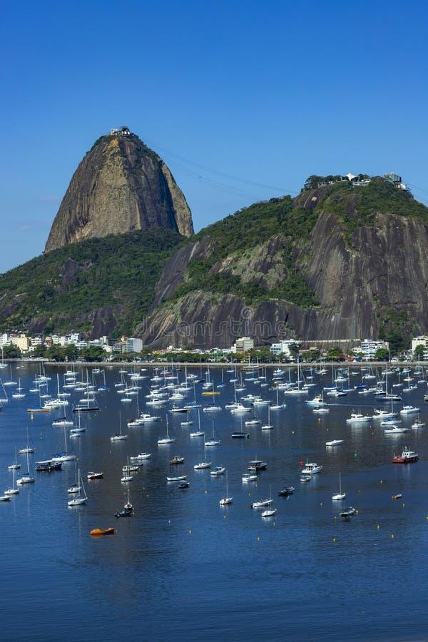 Экзотические горы известные горы Гора хлебца сахара в Рио-де-Жанейро, Бразилии Южной Америке стоковое изображение rf