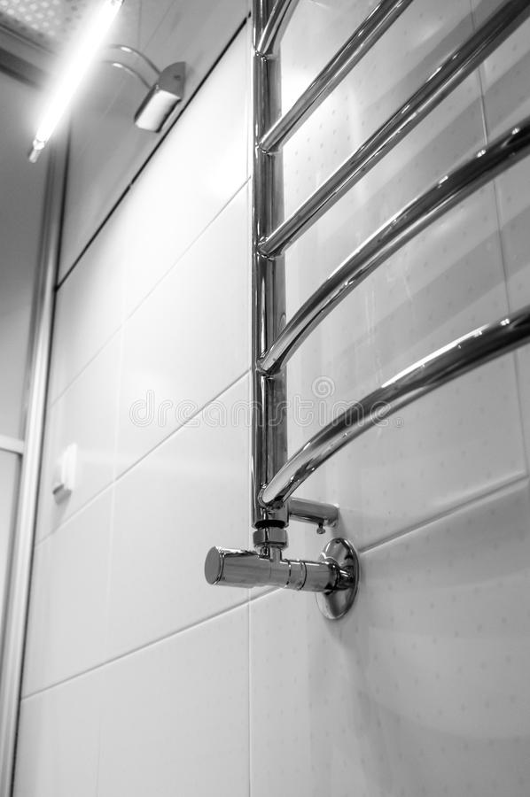Элементы дизайна bathroom внутренн-современного, детали хрома, части кабины ливня стоковая фотография rf