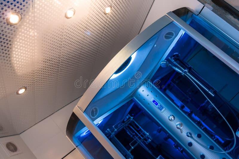 Элементы дизайна bathroom внутренн-современного, детали хрома, части кабины ливня стоковая фотография