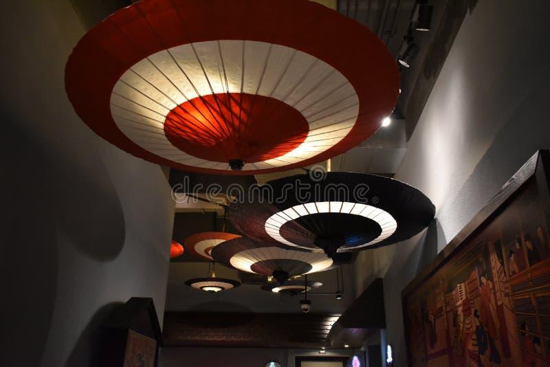 Японские зонтики в торговом центре стоковое фото