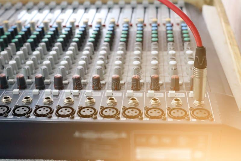 Ядровая технология, красный провод, различные режимы, составлять звука стоковое фото