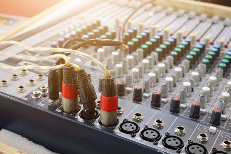 Ядровая технология, красный провод, различные режимы, составлять звука стоковая фотография