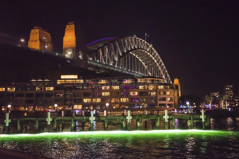 Яркий фестиваль, светлая проекция, мост гавани, Сидней, Австралия стоковые фото